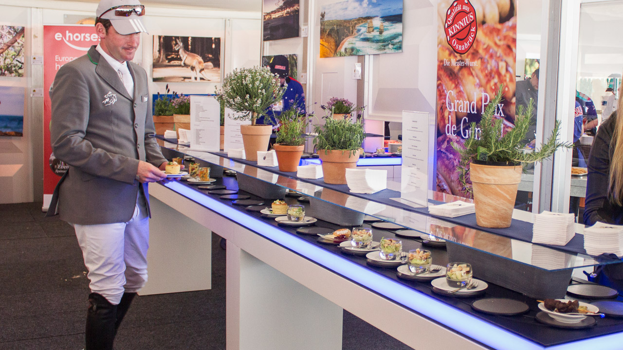 Conveyor belt for event catering and buffet | Pre-Motion