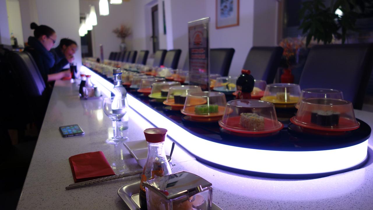 sushi restaurant belt conveyor band asahi bar lopende drinks food regensburg motion pre running distinguish competitors present designer want